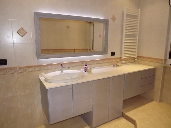 Berloni mobile bagno frassino grigio argento for Arredo bagno bari
